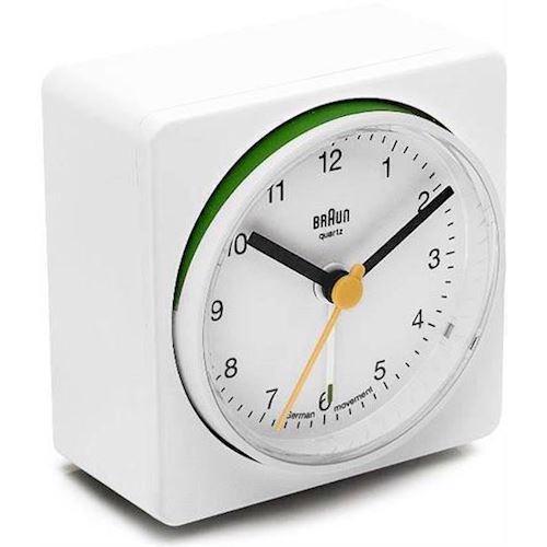 BNC011WH Braun vækkeur i hvid. Køb BNC011WH her.